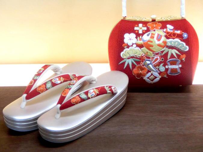 画像1: 草履バッグセット 赤 刺繍 宝尽くし